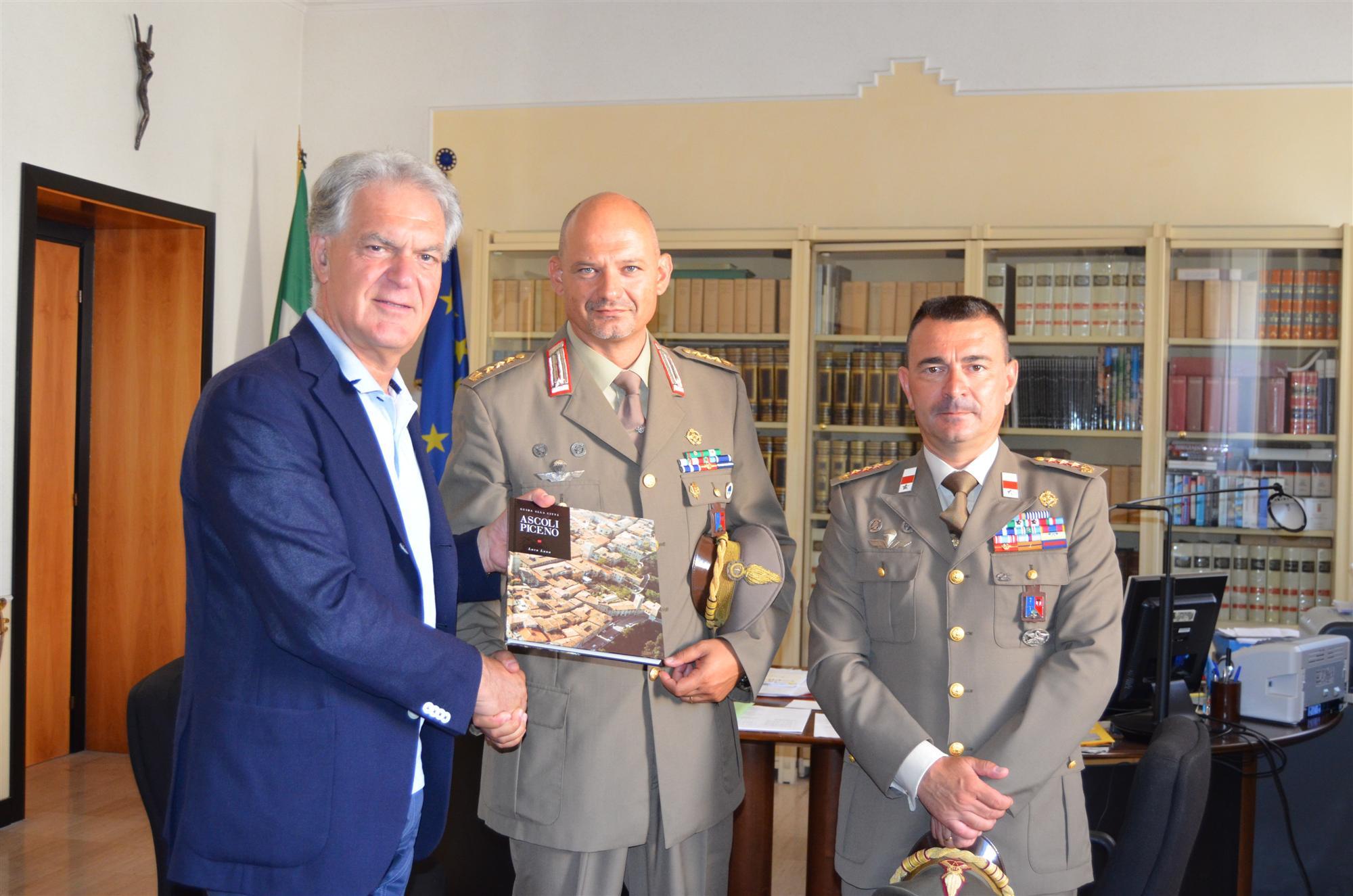 Visita Nuovo Comandante Reggimento Piceno