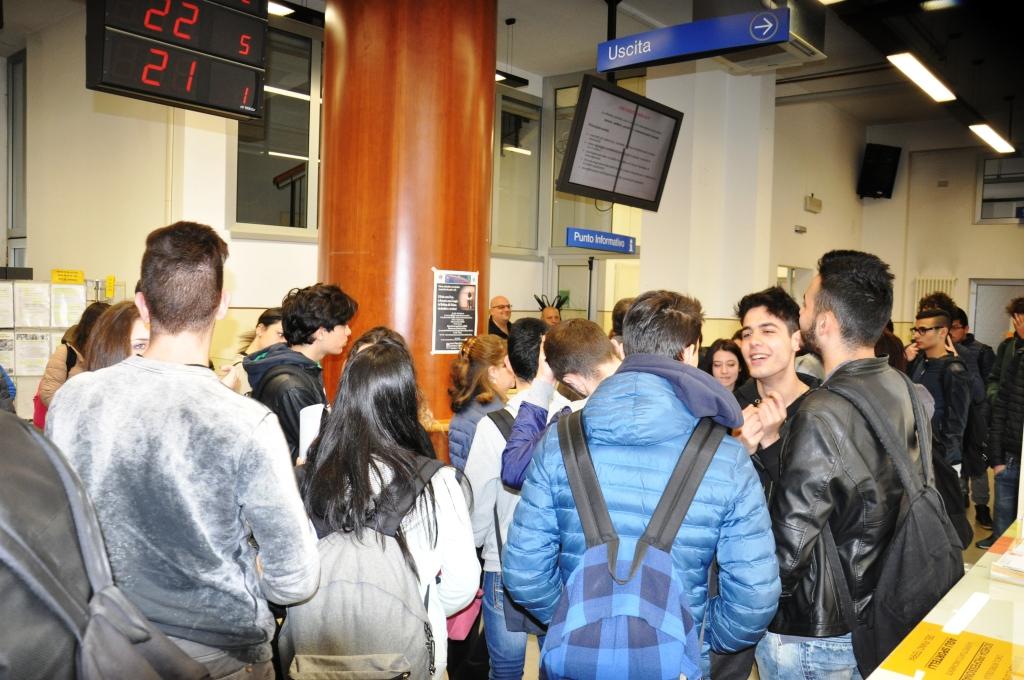 Studenti all\'Istituto Umberto I al Centro per l\'Im